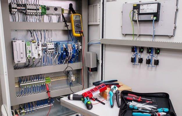 сборка шкафа в цехе Техносенс Сервис